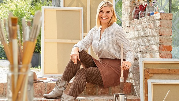 Compression garments for the treatment of lipoedema and lymphoedema